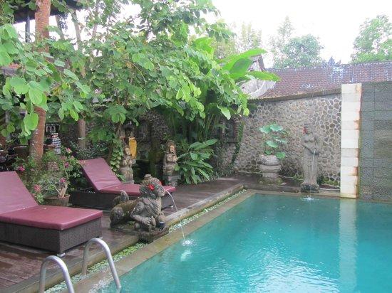 Puri Garden Hotel & Restaurant: nice pool area