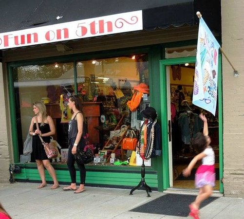 Valley Junction: Fun On 5th Boutique 116 5th St