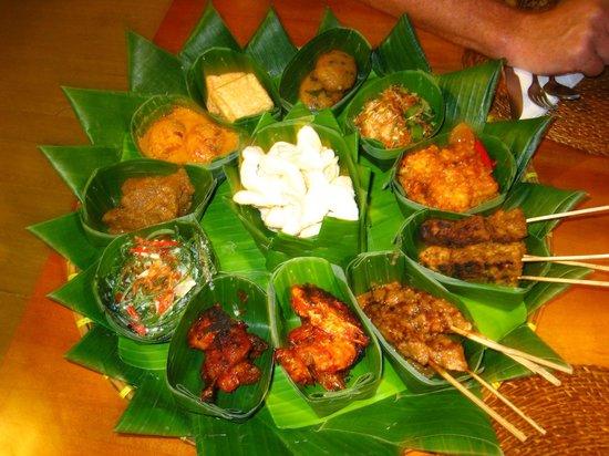 Sunset House Lombok : the BEST food in Lombok (rijsttafel)