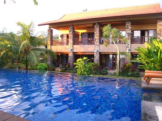 Sunset House Lombok : Sunset House and pool