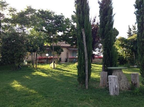 Antico Borgo il Cardino: Grounds around the B&B
