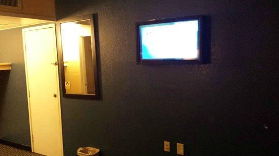 Country Host Inn: lcd tv