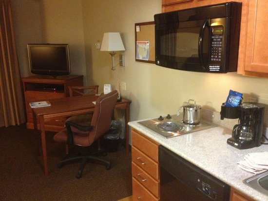 Candlewood Suites Galveston : Room kitchen and desk