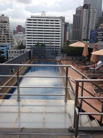 Hotel Solo Sukhumvit 2 : la piscina