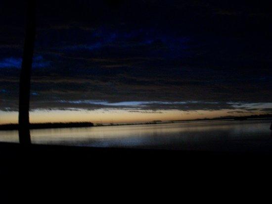 Tanoa Waterfront Hotel : Sunset in Lautoka