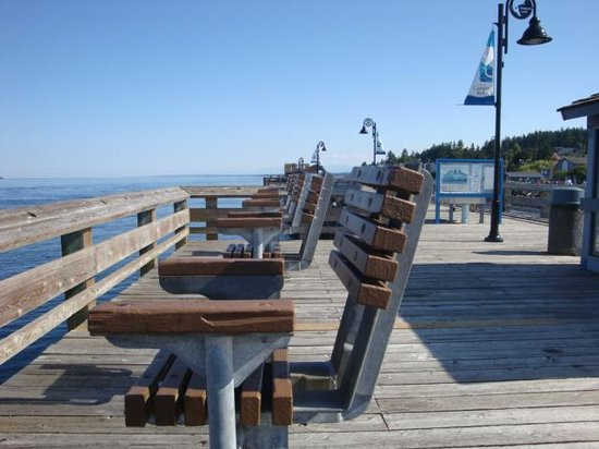 Discovery Fishing Pier: Fishing Chairs on The Pier