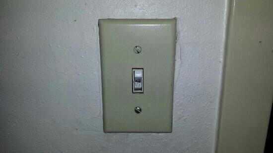 Days Inn Orlando Near Millenia Mall: nasty switch