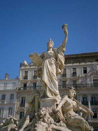 Old Town : La Liberté (fontana nella piazza)