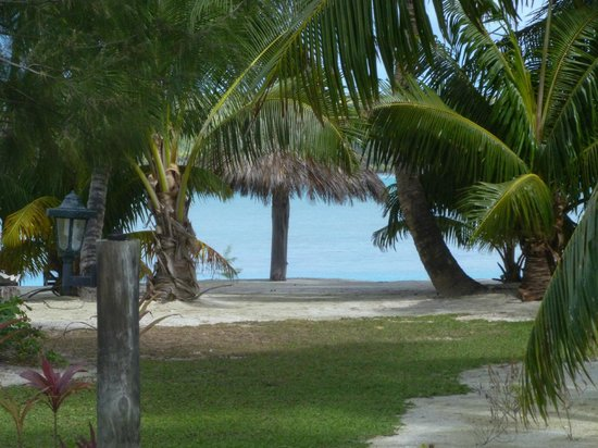 Inano Beach Bungalows: View of the beach from outside garden bunglaow