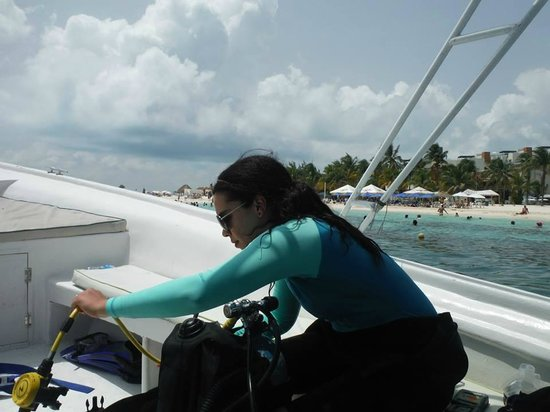Carey Dive Center: Getting ready to scuba dive