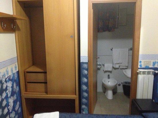Villaggio Turistico Internazionale La Plaja: the bathroom