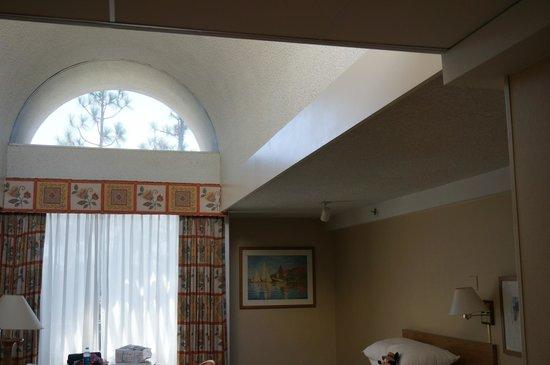 Howard Johnson Anaheim Hotel and Water Playground: Skylight, level 7 Building One