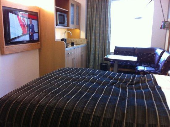 Club Quarters Hotel, Lincoln's Inn Fields: Mini kitchenette & eating area