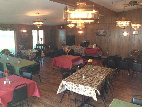 Camp Inn Lodge: Dinning room!
