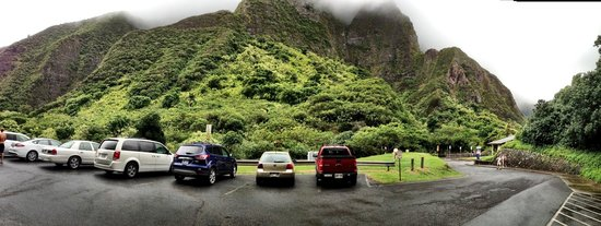 Iao Valley State Monument: Panorama of the Parking Lot/Entrance