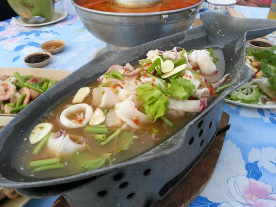 Bon Khao Restaurant: Spicy Squid (must try!)