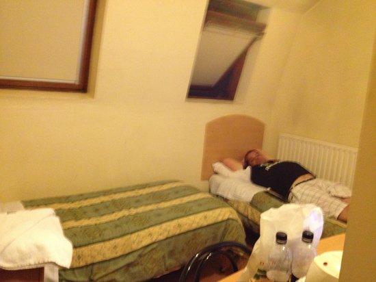 Belgrove Hotel: Standing in the doorway of the room