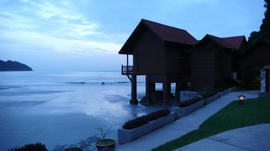 Pangkor Island Beach Resort: Evening view