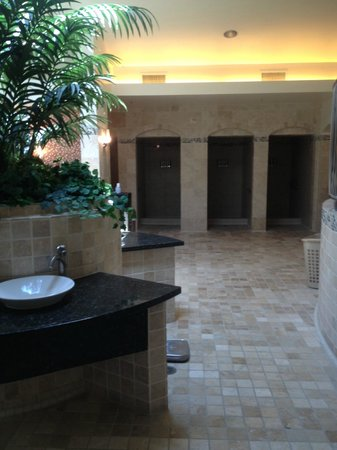 CJ Grand Spa: More of the beautiful restroom facilities