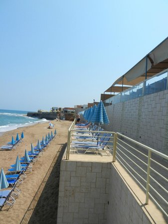 Thalassi Hotel-Apts: Morning beach
