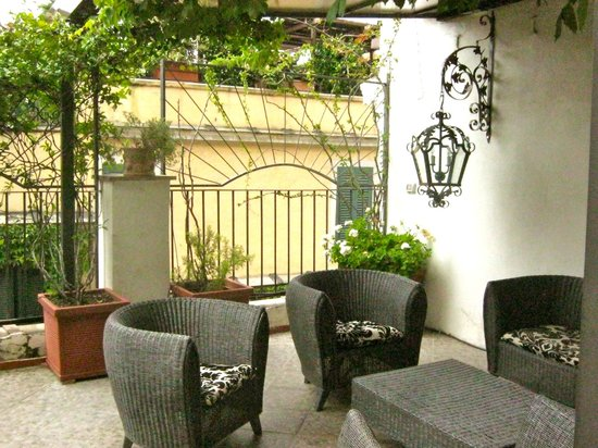 Il Covo Bed & Breakfast: The roof terrace at Antica Locanda.