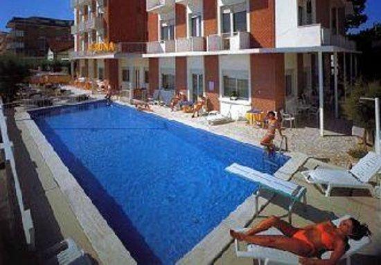 Piscina hotel roma photo de hotel roma bellaria igea - Hotel piscina roma ...