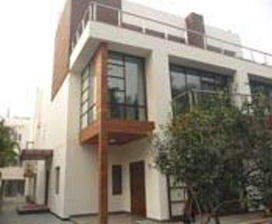 The Jacaranda: Front of house