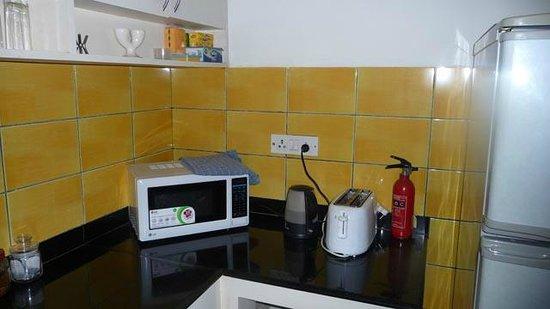 The Jacaranda : Suite kitchen