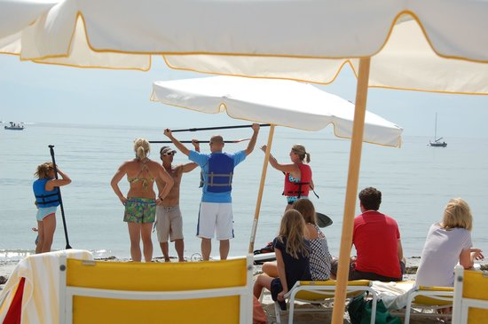 The Tides Beach Club : Paddleboard class on the beach