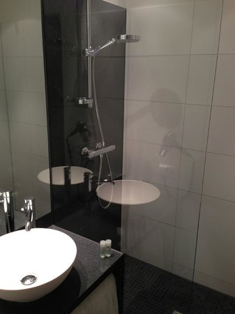 Motel One Munchen-Deutsches Museum: Bathroom