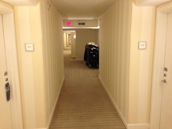 Hilton Fort Lauderdale Marina: view of the hallway @ 2:00 am