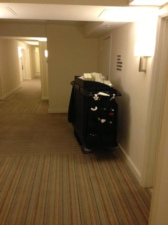 Hilton Fort Lauderdale Marina: Hotel cleaning carts in the hall way at 2:00 am in the morning filled with trash