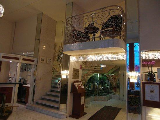Hotel City Central : The hotel's lobby