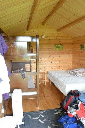 Berunes HI Hostel: Interior cabaña