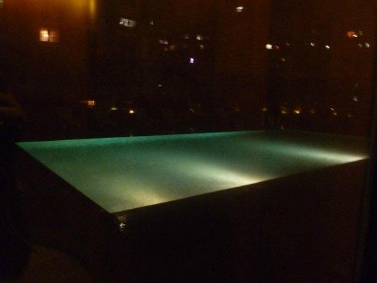 Vivanta by Taj - President, Mumbai: Swimming pool at night