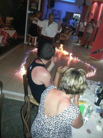 Smileys Rooftop Restaurant: greek dancing