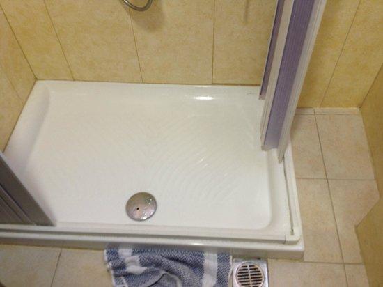 Atrion Resort Hotel: Bathroom