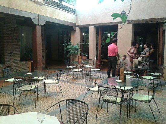 Hotel Rural Posada del Rincón: Precioso patio central, también se puede comer en él.