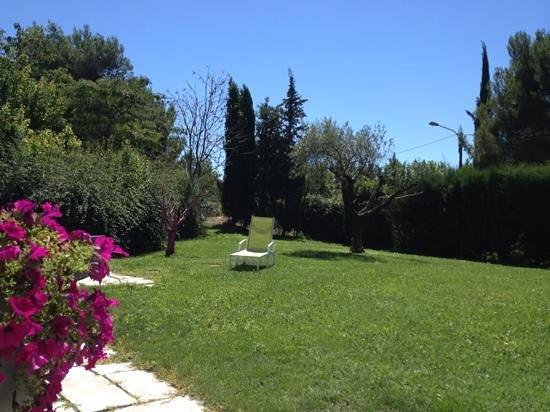Les 7 Roses : the garden