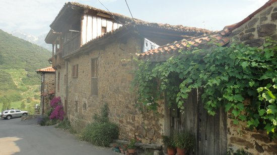 Casa Gustavo Holiday Accommodation in the Picos de Europa: Casa Gustavo Guesthouse