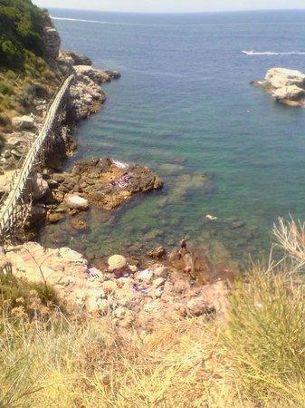 Spiaggia foto di bagni della regina giovanna sorrento tripadvisor - Bagno della regina giovanna ...