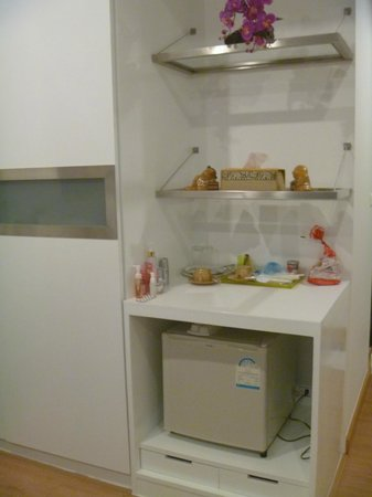 3rd street cafe & Guesthouse: fridge and BIG cubord with safe box inside