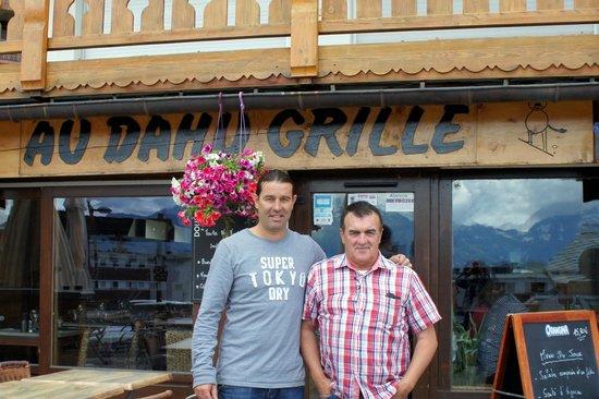 Au Dahu Grille: Le propriétaire (à gauche) et le rédacteur de Foot 10 Mag