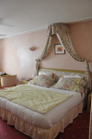 Hotel Du Centenaire : Chambre