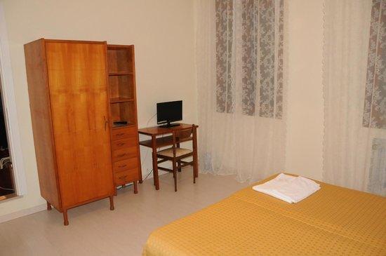 Byron Hotel: room