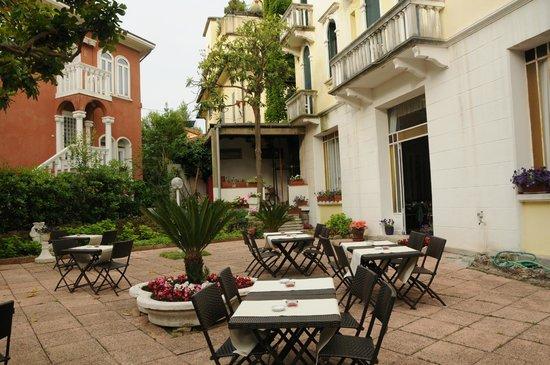 Byron Hotel: Garden