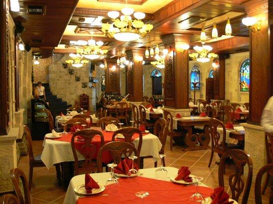 Dinasty Hotel: dining