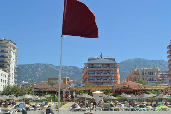 Kargicak, Turkey: Вид с пляжа на отель
