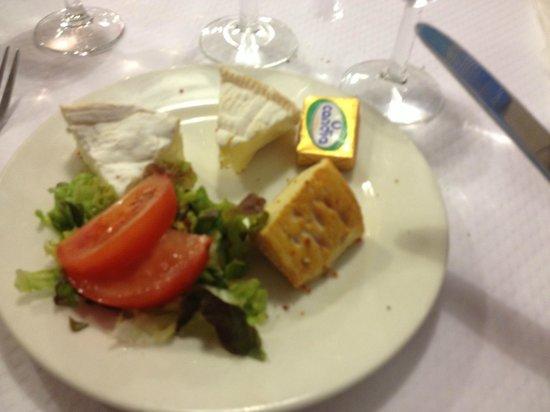 Brasserie Les Bains : assiette de fromage au menus !!