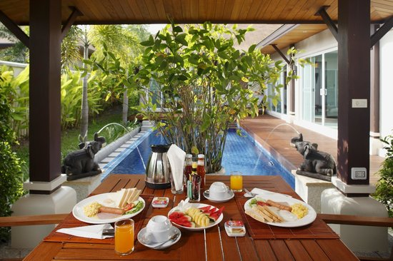 Modern Thai Villa: Outdoor terrace with private pool
